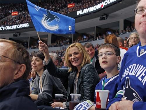 Kim Cattrall Vancouver Canucks
