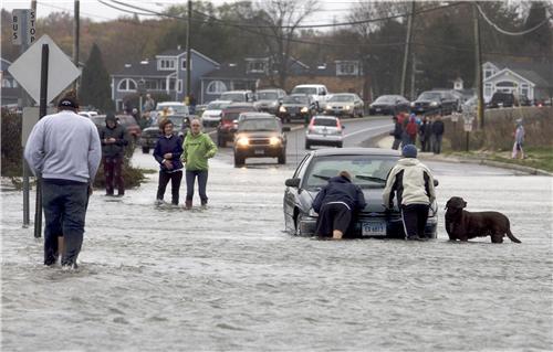 东海岸各地进入飓风珊迪包围圈 赌城大西洋告危_图9-1