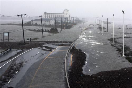 东海岸各地进入飓风珊迪包围圈 赌城大西洋告危_图7-1