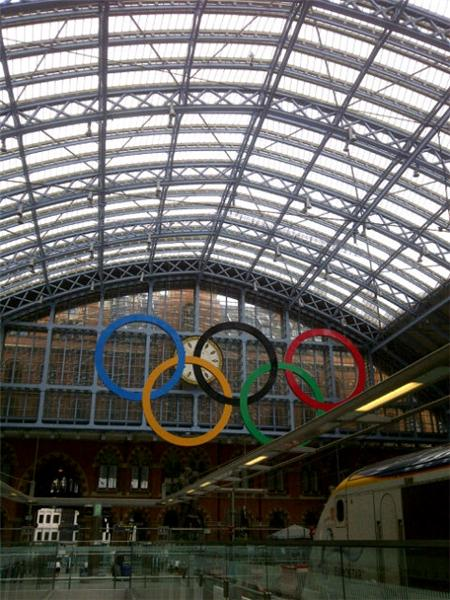 @London2012. Je viens d'arriver a Londres avec l'equipe @Tracesports. 3 semaines au coeur des JO. <a href=
