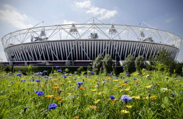 Pic: 4 days to go! The sun is shining on the #OlympicStadium, the sky is blue and the flowers are in bloom #London2012 <a href=