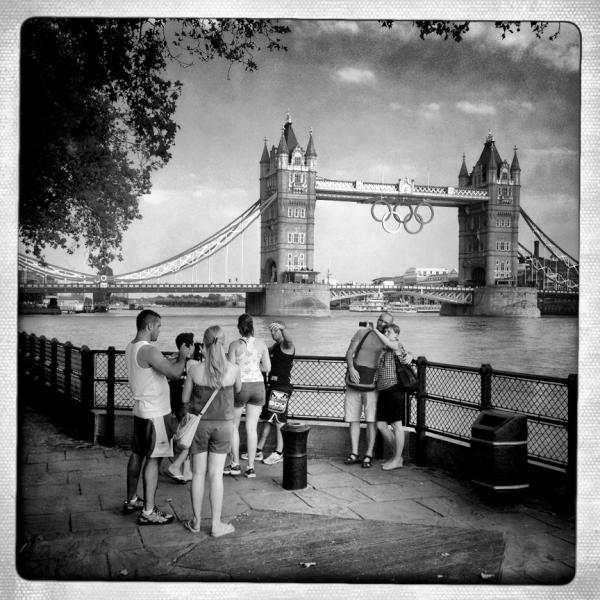 RT @BMPPhoto: Two Icons, Tower Bridge and the Olympic rings. London seems to be ready! <a href=