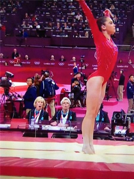 """@muaddip: Best frozen moment of the Olympics, @McKaylaMaroney awesome vault!! The left judge's face is priceless <a href="