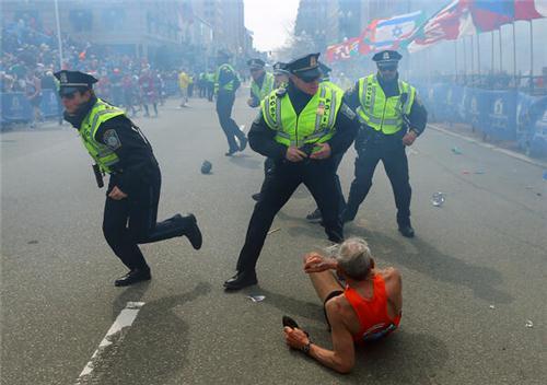 Теракт в Бостоне. Три взрыва прогремели в США