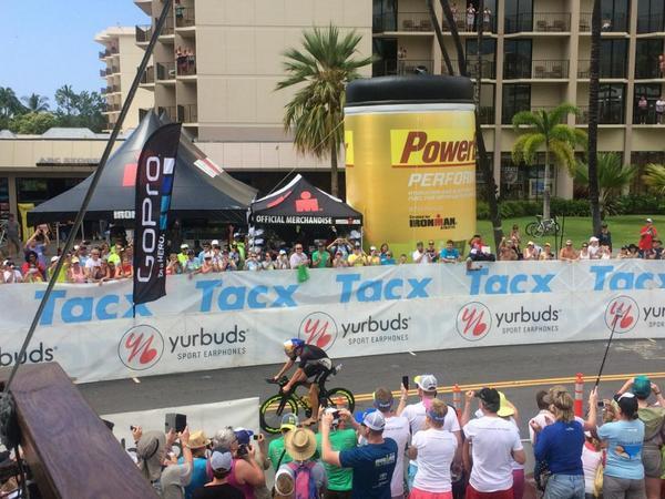 Sebastian Kienle primo ad arrivare alla T2 dell'Ironman Hawaii 2014