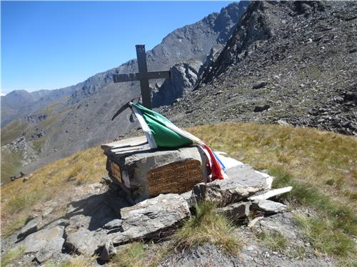 La Roccia Del Diavoloda Wikipedia La Cima Del Pel