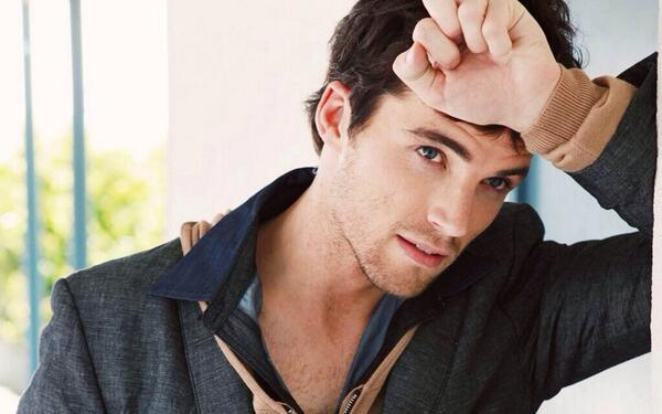 Ezra From Pretty Little Liars Actor