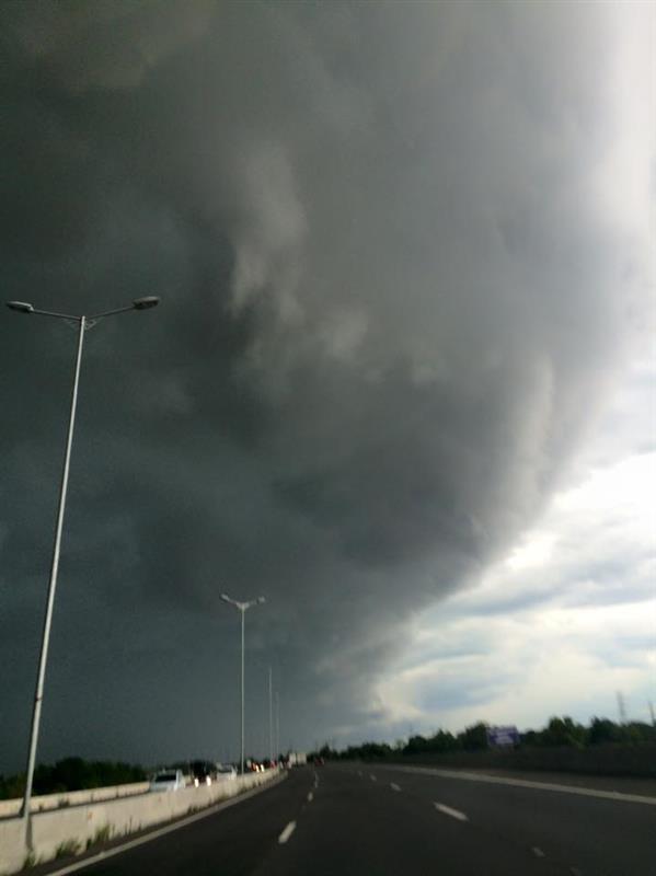 Resultado de imagem para fotos do temporal em porto alegre hoje