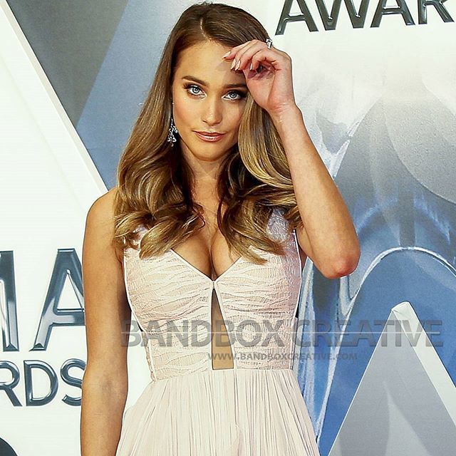 The beautiful @hanni_davis hit the #cmaawards #redcarpet before presenting  an award later in the night. #fashion #fashionista #instafashion #instagood  ...