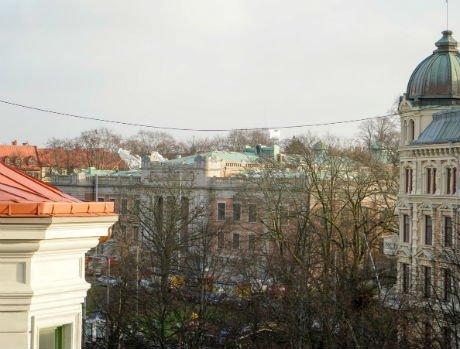 Byggnadstallning rasade i stormbyarna