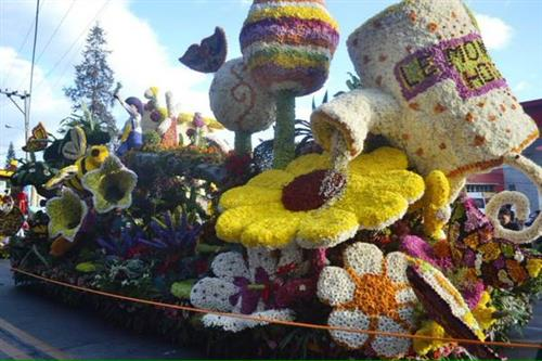 panagbenga festival baguio flower festival By bonn erasmo which season is best to tour baguio when it's cold, or in summertime if you're not afraid of massive crowds, you'd willingly wait for february or march for the famous flower festival, panagbenga.
