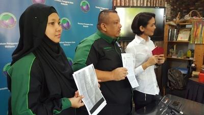 Sementara Itu Aktivis PPIM Dr Mazlina Abu Bakar Dan Syed Kamarulzaman Abdullah Mengesa Jabatan Imigresen Menyiasat Aduan Zahnita