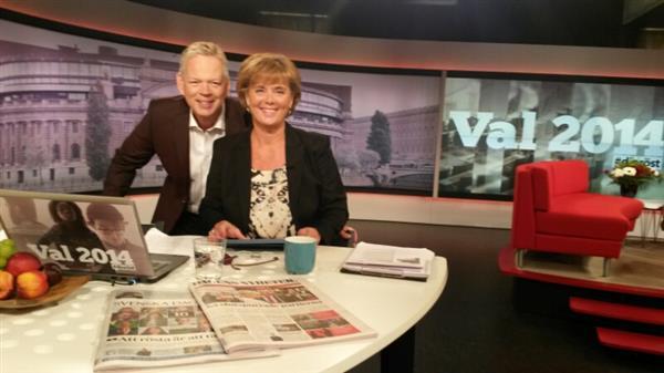 Mats Nyström och Lotta Bouvin-Sundberg har tagit plats i studion - redo för första delen av Sverige röstar!