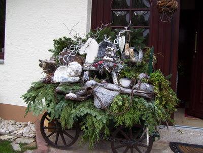 Ihre Weihnachtsdekoration: Adventskranz, Weihnachtsstern und ...