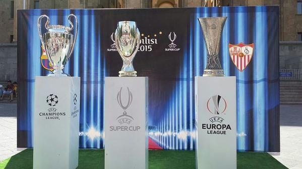 La Champions, la Supercopa de Europa y la Europa League. Los tres trofeos, en Tiflis