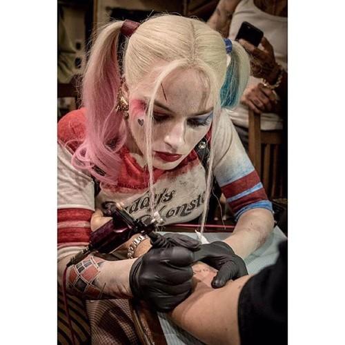 Joel kinnaman angrar sin forsta tatuering