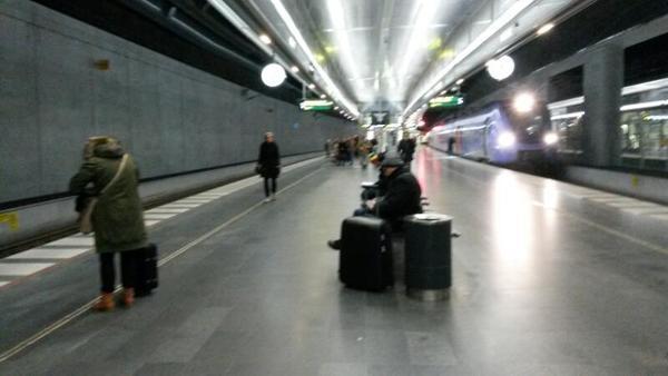 Morgontrafiken från Malmö Centralstation har kommit igång. Öresundståget till Köpenhamn är försenat. Det har aviserats att det kommer att bli förseningar till följd av id-kontrollerna på flygplatsen i Kastrup.