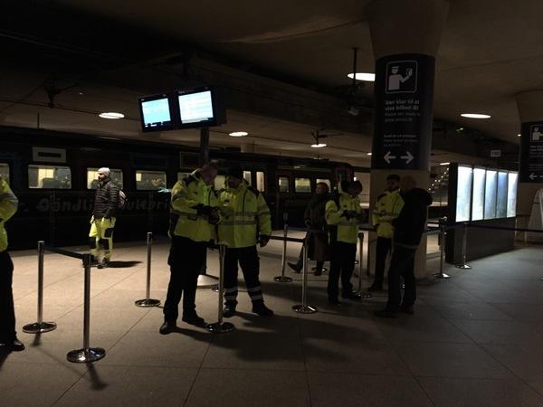 Som ni ser är det ganska lugnt här än så länge, men danska tågbolaget DSB räknar med att det kommer att komma allt fler resenärer under dagen.
