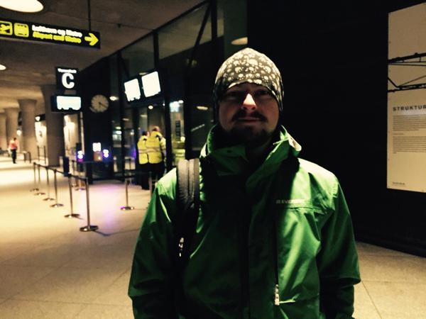 Marcin Kozlik bor i Sverige men jobbar i Köpenhamn som kock. Han har precis kommit genom ID-kontrollen.   - Jag gör den här resan ungefär 20 gånger varje månad. Så jag hoppas bara att det inte ska ta för lång tid.  Blev du försenad idag?  - Nej, det tog bara några minuter.