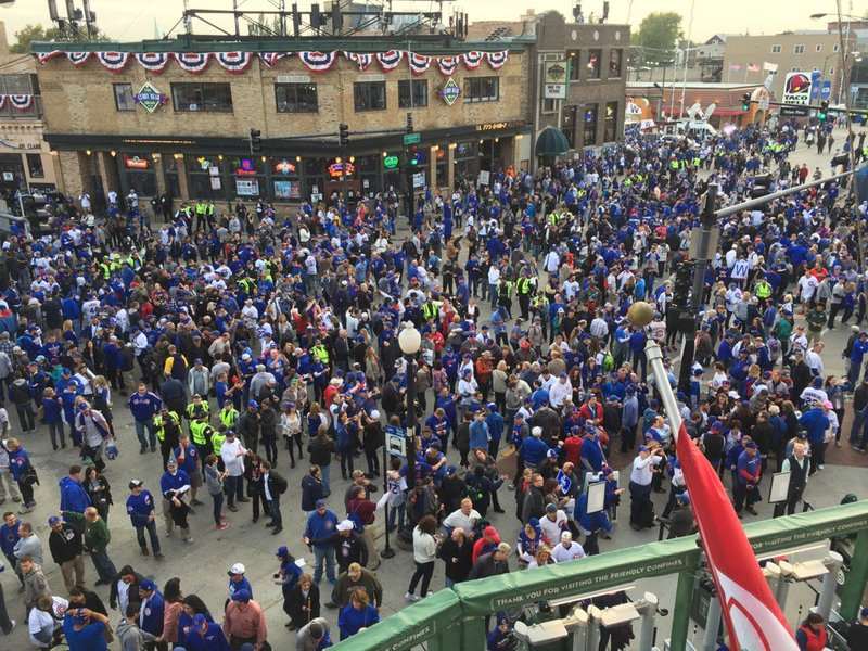 3f50bc6418b Cubs fall to Indians 1-0 in Game 3 of World Series - Chicago Tribune