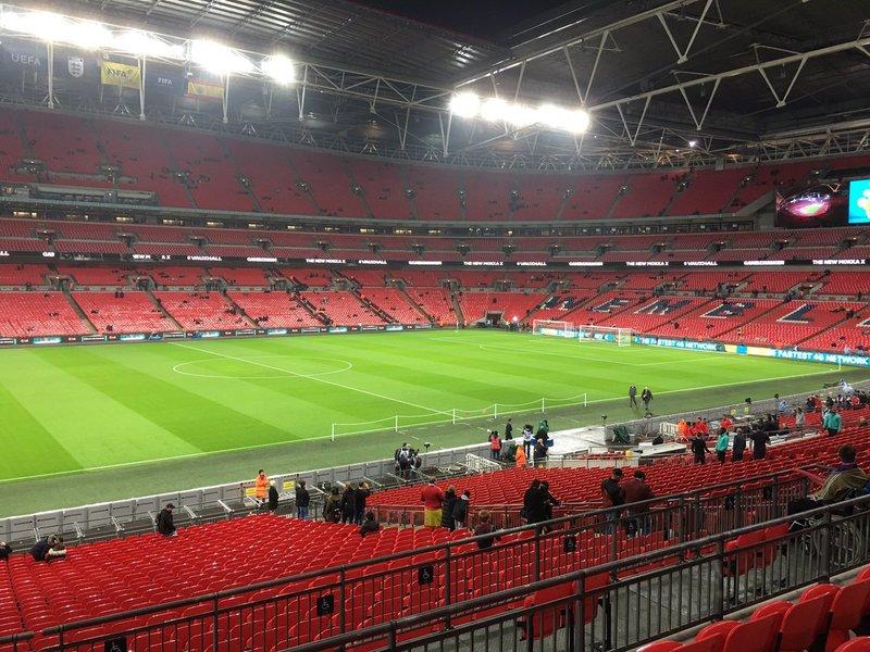 Aspecto del estadio de Wembley antes del Inglaterra - España (FOTO: TWITTER @CRISCUBERO)