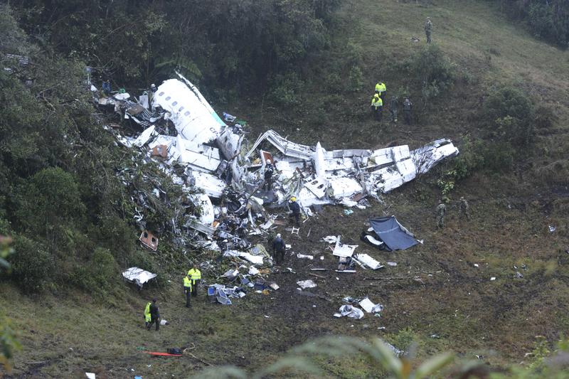 Otra imagen de los restos del avión siniestrado - FOTO: AP