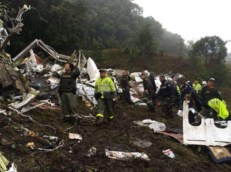 La Policía de Antioquía ha empezado a publicar por redes sociales imágenes desde el mismo lugar del accidente que enseguida han empezado a compartirse