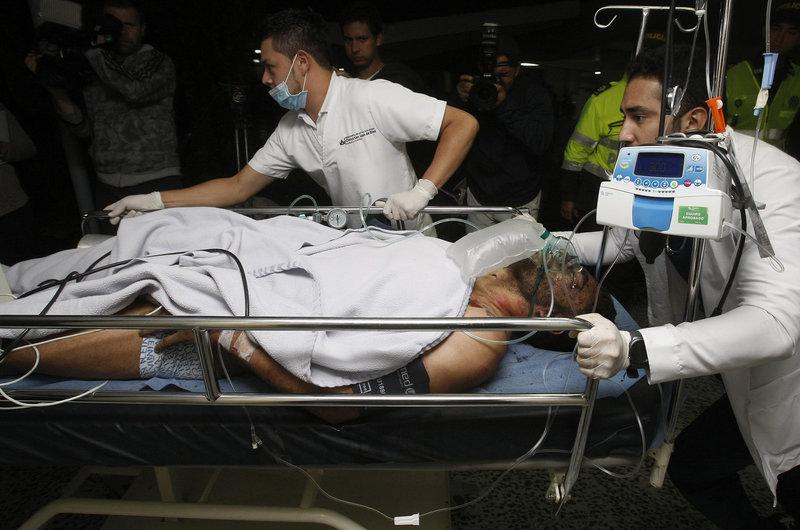El futbolista del Chapecoense Alan Ruschel ha sido el primer herido en llegar a la clínica San Juan de Dios - FOTO: EFE