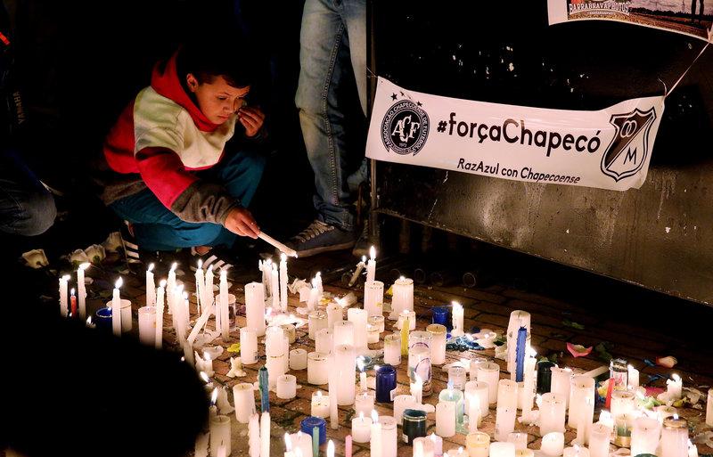 Bogotá, capital de Colombia, se está volcando con los homenajes póstumos a la plantilla del Chapecoense - FOTO: EFE