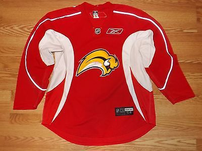 Sport 2007-2010  Buffalo Sabres Slug Practice Worn Used  Reebok Edge   Hockey Jersey sz 54 dlvr.it Mv5L4x  TAF 017d1df77