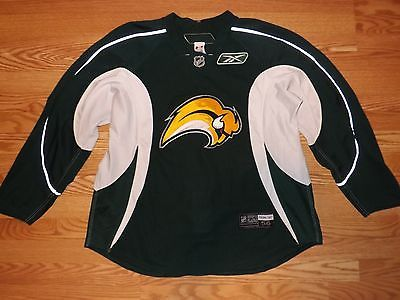 Deals 2007-2010 Buffalo Sabres Slug Practice Worn Used  Reebok Edge Hockey  Jersey  23 dlvr.it Mv4zb0  TFBJP f1f96a275