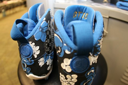 52efb41814e Lions WR Golden Tate will wear custom cleats in honor of Craig Sager during  today s matchup against the Giants.  DETvsNYG