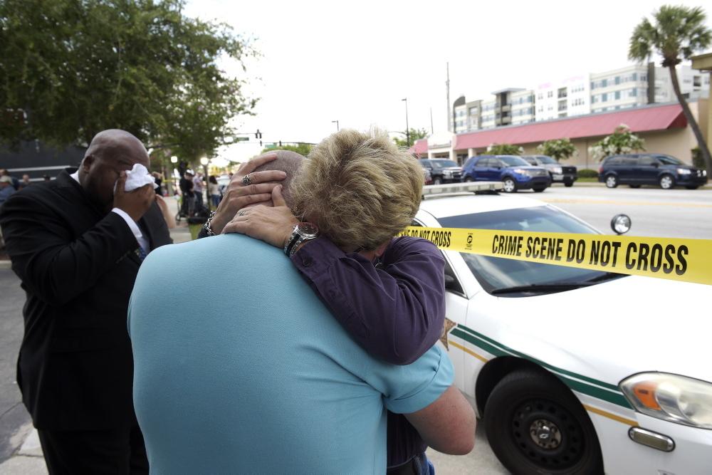 Hjalmen raddade livet pa en av poliserna