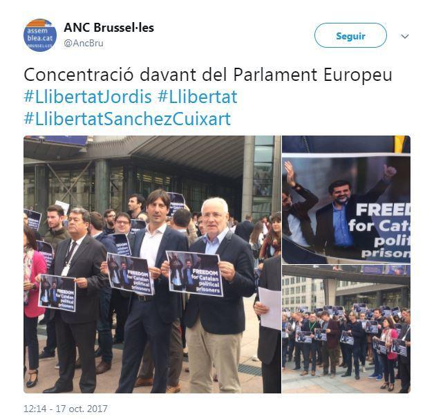 ANC ha tuiteado una imagen en la que también ha habido una concentración en las puertas del Parlamento Europeo