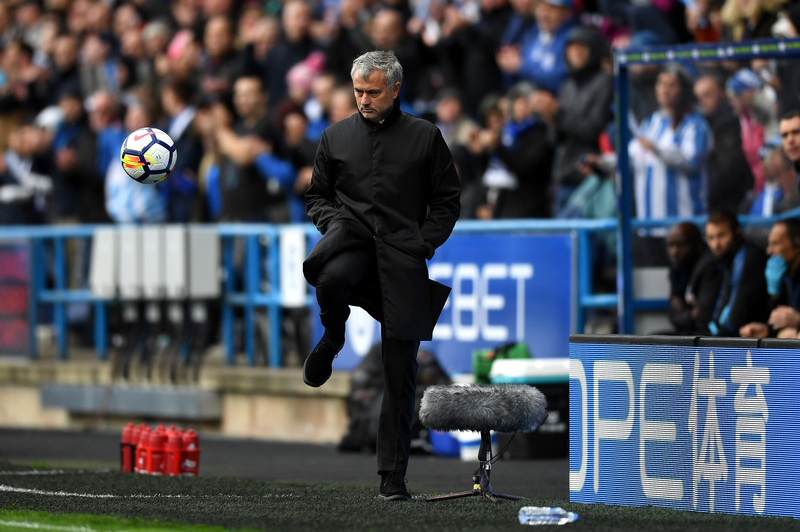 Mourinho está viviendo una tarde negra ante el Huddersfield