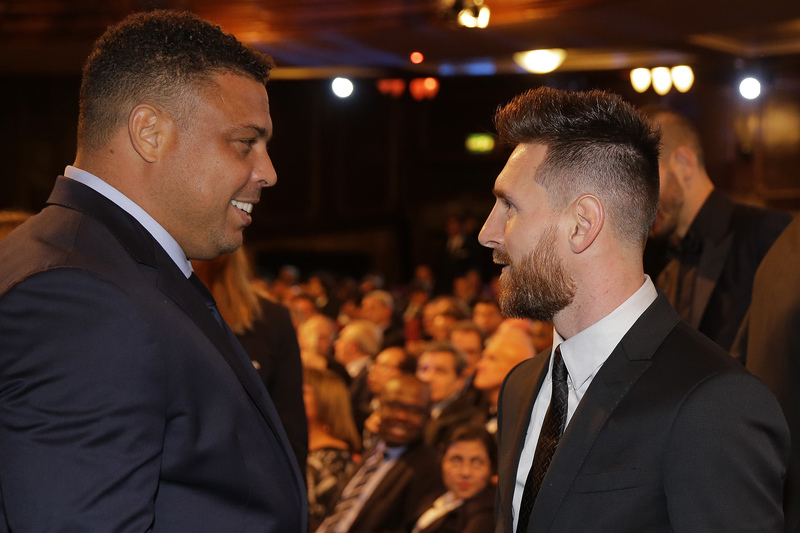 Ronaldo y Messi conversando