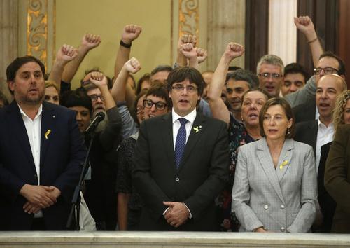 Die katalanische Regierung feiert den Ausruf der Unabhängigkeit