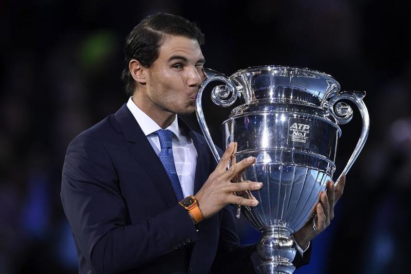 Rafa Nadal recibió el domingo el trofeo de número uno mundial del año. Hoy, a las 21.00 horas, estreno contra David Goffin