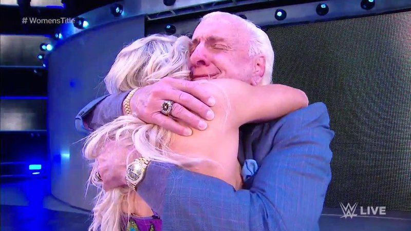 Ric Flair se reune con Charlotte Flair en SmackDown Live