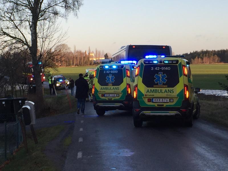 Fyra personer till sjukhus efter busskrock