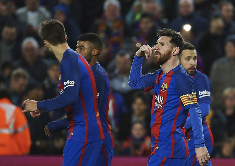 Messi haciendo la señal de llamar por teléfono tras marcar el 1-0 (FOTO:EFE)