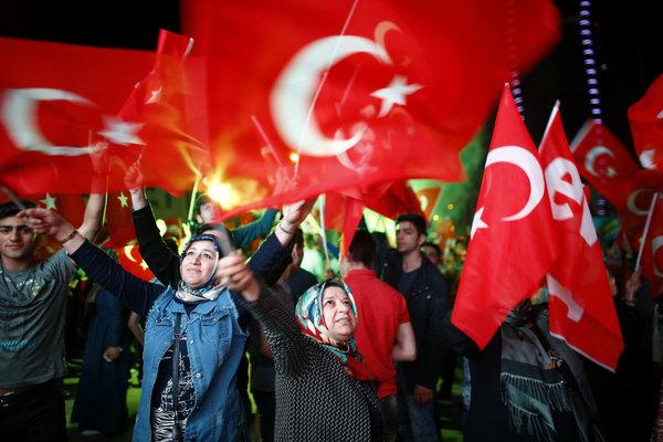 Turquie : l'opposition compte demander l'annulation du référendum