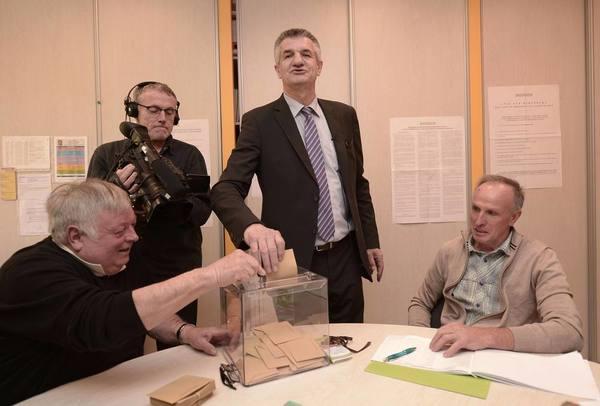 évacuation bureau de vote besançon: présidentielle française: un
