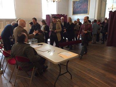 Bureau de vote evacuer besancon présidentielle française un