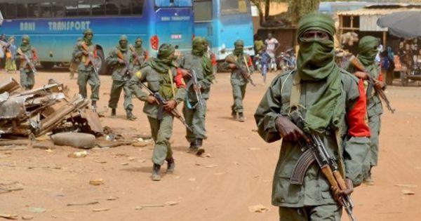 Économie et lutte antiterroriste au coeur d'une visite de Cazeneuve à Alger