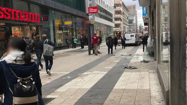 Privat vittnesbild från Drottninggatan.