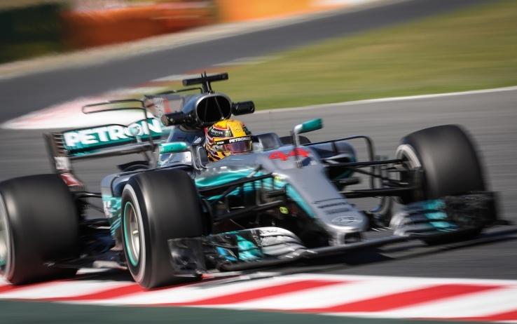 Formula 1 2017  Hamilton in pole position al GP di Spagna. Vettel in ... 6e18920cd6a