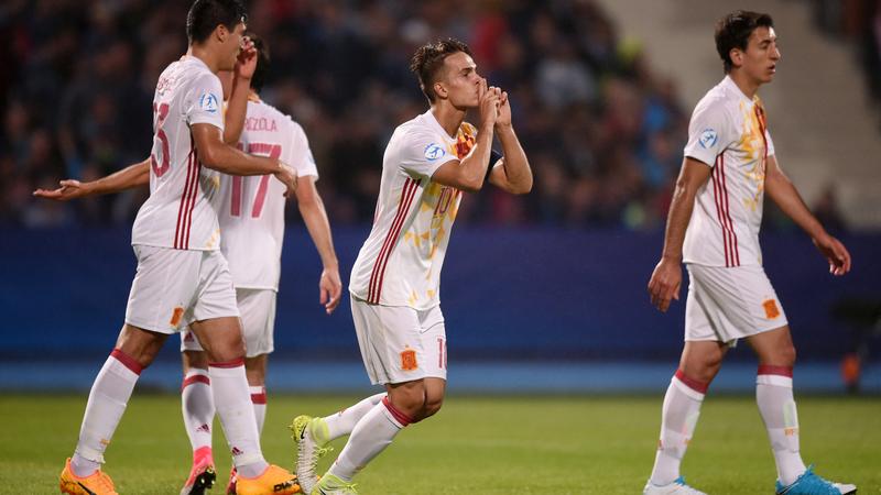 Así ha celebrado Denis Suárez su tanto ante Serbia FOTO: UEFA.COM