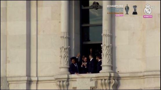 Los jugadores del Madrid en el balcón del ayuntamiento