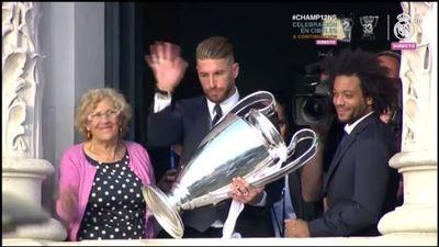 La alcaldesa, Ramos y la copa en el ayuntamiento